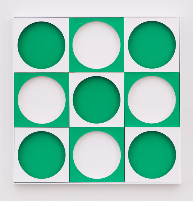 o. T. (Green Jump), 2020, lacquer, board, wood, 75 x 75 x 5,5 cm
